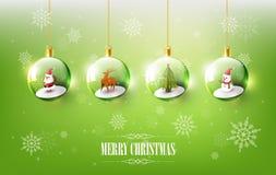 Frohe Weihnachten mit Santa Claus, Schneemann und Ren im Weihnachtsball, hängender Weihnachtsball auf grünem Schneeflockenhinterg Stockfotos