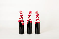 Frohe Weihnachten und guten Rutsch ins Neue Jahr Drei Flaschen Wein Stockbilder