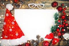 Frohe Weihnachten und guten Rutsch ins Neue Jahr Ein neues Jahr ` s Hintergrund mit Dekorationen des neuen Jahres Neues Jahr ` s  Lizenzfreies Stockfoto