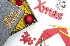 Frohe Weihnachten und Weihnachten simsen, Pelzhut, Ball, Band, Weihnachten Lizenzfreies Stockfoto