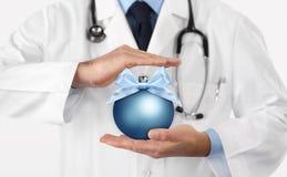 Frohe Weihnachten von Doktor, beste Wünsche Konzept, Hände mit xm stockfotos