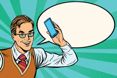 Froher Geschäftsmann mit Smartphonenahaufnahme Lizenzfreies Stockbild