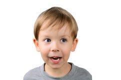Froher kleiner Junge, der weg schaut Lizenzfreie Stockfotografie