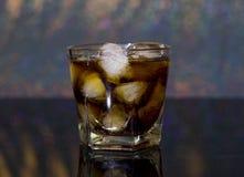 Froid, boisson, glace Whiskey et coke de glace photo libre de droits