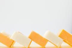 Fromage à pâte dure cubé image libre de droits