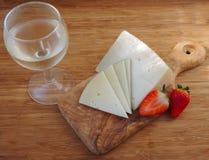 Fromage âgé avec du vin Images libres de droits