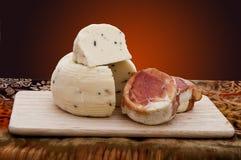 Fromage avec des truffes Photos libres de droits