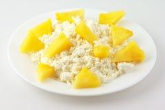 Fromage blanc avec des fruits Photo stock