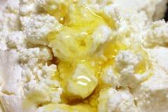Fromage blanc avec du miel Photos stock