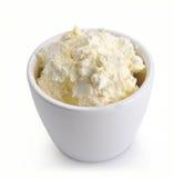 Fromage blanc dans une cuvette blanche Photographie stock libre de droits