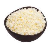 Fromage blanc dans une cuvette en céramique foncée Photo stock