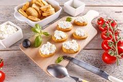 Fromage blanc sur la bruschette Images stock