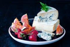 Fromage bleu et figues douces de fruit image libre de droits