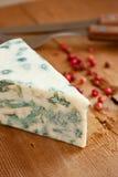 Fromage bleu et poivron rouge photos stock