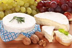 Fromage de camembert Photos stock