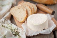 Fromage de chèvre avec du pain Photos libres de droits