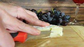 Fromage de fromage de coupe de mains clips vidéos