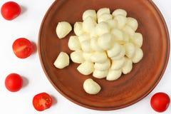 Fromage de mozzarella et tomates-cerises rouges Image libre de droits