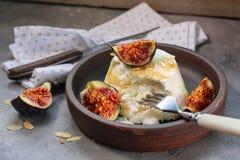 Fromage de Ricotta avec les figues cuites au four photo libre de droits