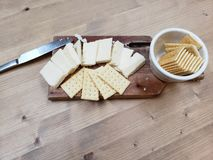 Fromage et biscuits photo stock