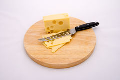Fromage et couteau image stock