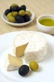 Fromage et déjeuner d'olives Photo stock