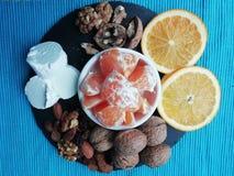 Fromage et fruits photographie stock libre de droits