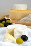 Fromage et olives Photographie stock