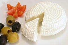 Fromage et olives blancs de la Grèce Photo libre de droits