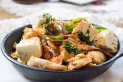 Fromage et poulet dans la casserole Photos libres de droits