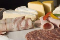 Fromage et salami Photos libres de droits