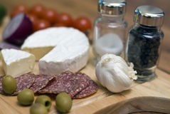 Fromage et salami images stock