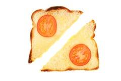 Fromage et tomate sur le pain grillé images libres de droits