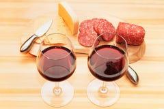 Fromage et vin de saucisse Image stock