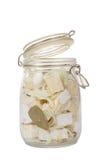 Fromage mariné épicé fait maison avec le pétrole, l'oignon, l'ail et les épices épicées Photos stock