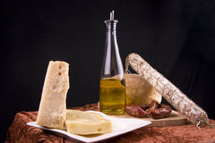 Fromage, salami et pain italiens Photo stock