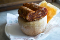 Fromage sarde de pecorino et soppressata calabrese Image libre de droits