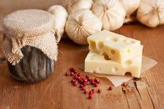 Fromage suisse avec l'ail et l'anchois Photo stock