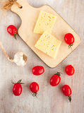 Fromage, tomate, ail, vue supérieure Photographie stock