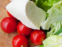 Fromage, tomates et laitue images stock
