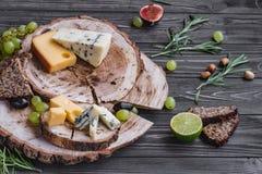 Fromages sur le bois Photo libre de droits