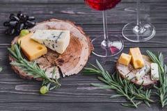 Fromages sur le bois Photographie stock