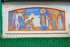 Fromme Ikonen Dreifaltigkeitskirchefassade im Worobjow, Moskau Stockbild