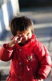 Frommes Tibet-Gebet im jokhang Tempel Lizenzfreie Stockbilder