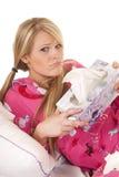 Froncement de sourcils rose de boîte de prise de tissu de pyjamas de femme images stock