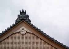 Frontão de um templo japonês tradicional imagem de stock royalty free