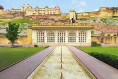 Front Of Amer Fort in Jaipur lizenzfreie stockbilder