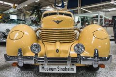 Front Automobils der Weinlese-des gelben Schnur-812 lizenzfreies stockfoto