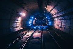 Front der Ansicht vom U-Bahn ` s Tunnel lizenzfreie stockfotografie