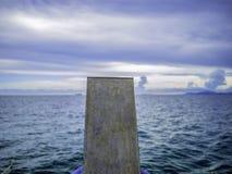 Front des Bootes vorangehend zum Meer stockfoto